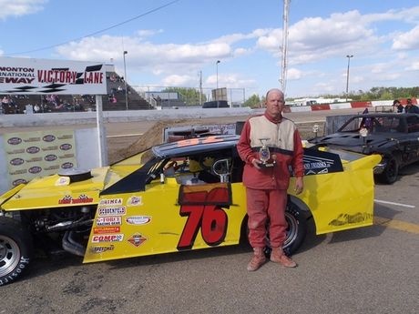 IMCA MODIFIEDS TROPHY DASH WINNER MAY 26, 2012<BR>#76 Dan Lee